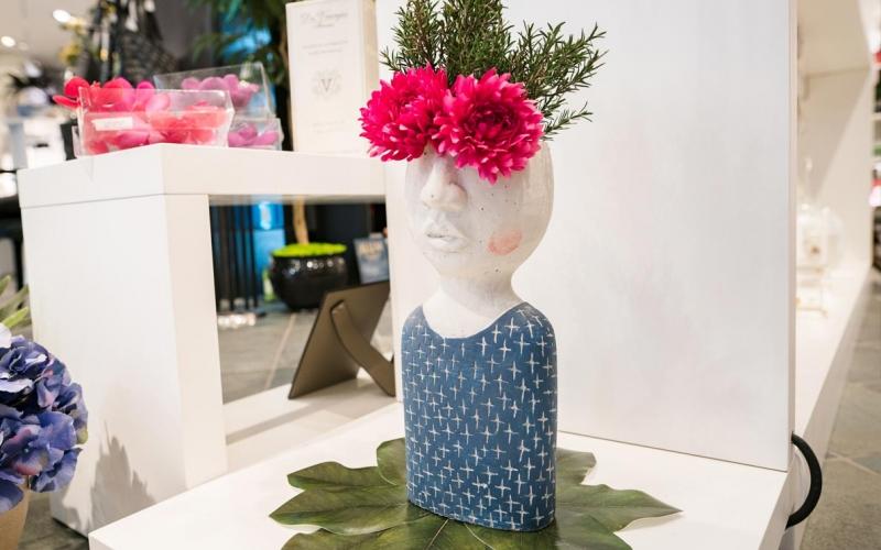 Vaso Testa corpo azzurro (con fiori)