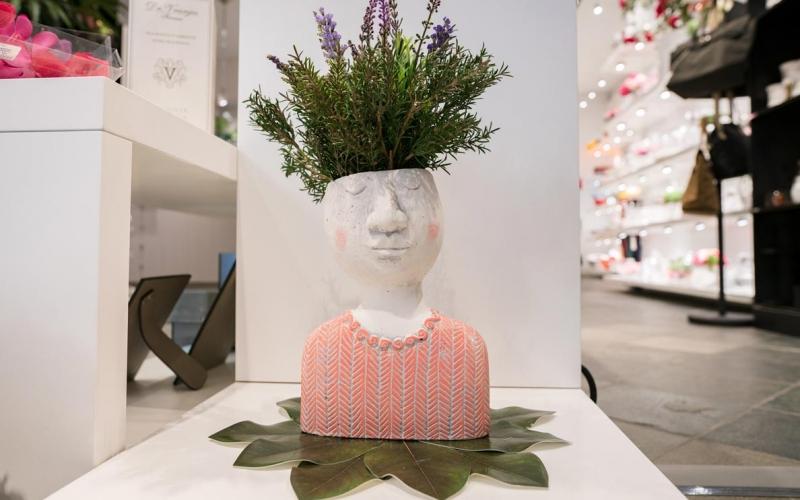 Vaso Testa corpo rosa (con fiori)