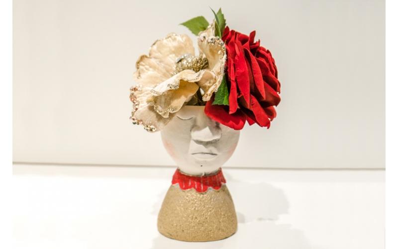 Vaso oro con colletto rosso e Rose e Tulipani (con fiori)