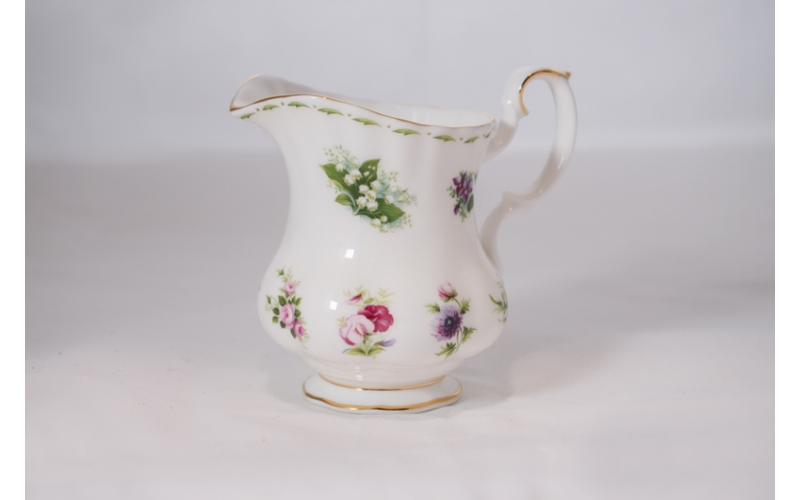 Lattiera Royal Albert Flower of the month