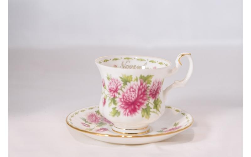 Tazzina da caffè Royal Albert Flower con piattino Novembre