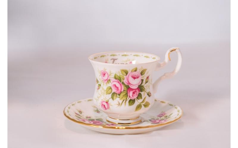 Tazzina da caffè Royal Albert Flower con piattino Giugno