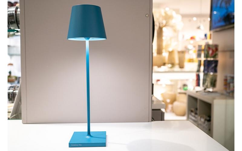 Lampada da tavolo Led di Zafferano collezione Poldina colore Blu